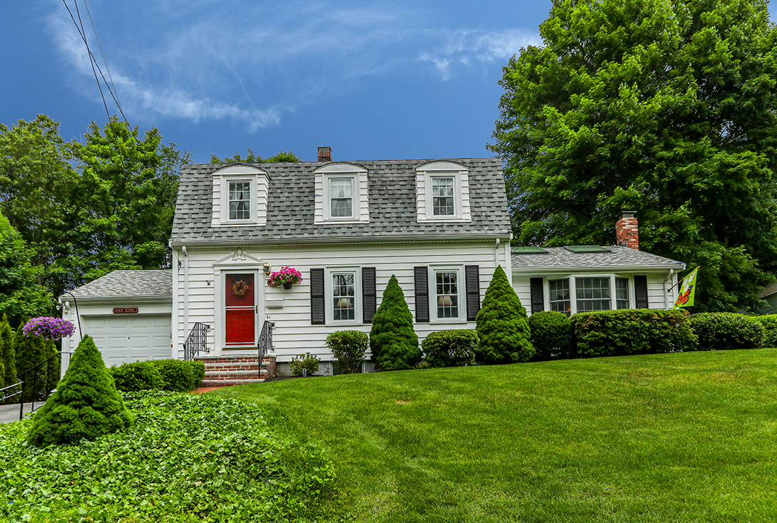 Front Exterior Photo of 29 Norfolk Avenue in Westwood, MA