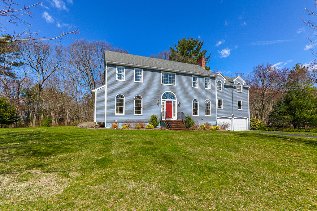 Front exterior photograph of 10 Liberty Road in Medfield MA