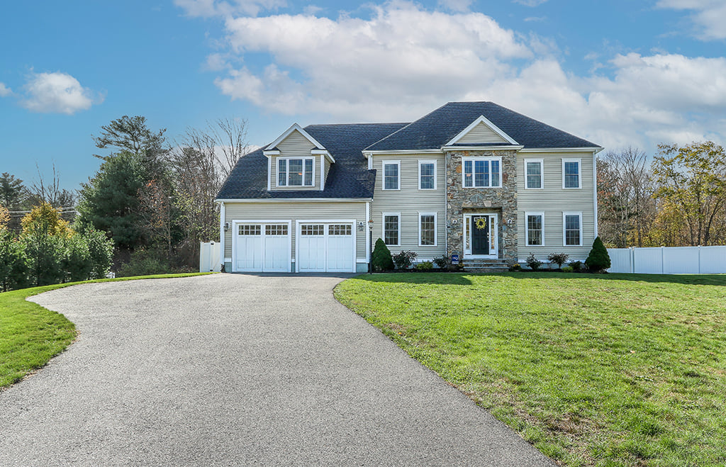 Front exterior photograph of 2 Lincoln Hill Way in Foxboro MA
